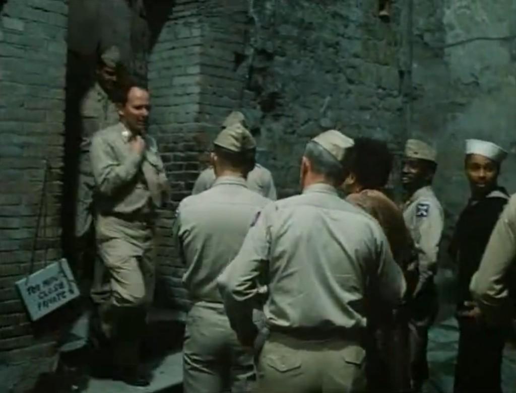 """Soldati in fila al bordello, da """"La pelle"""" di Liliana Cavani"""